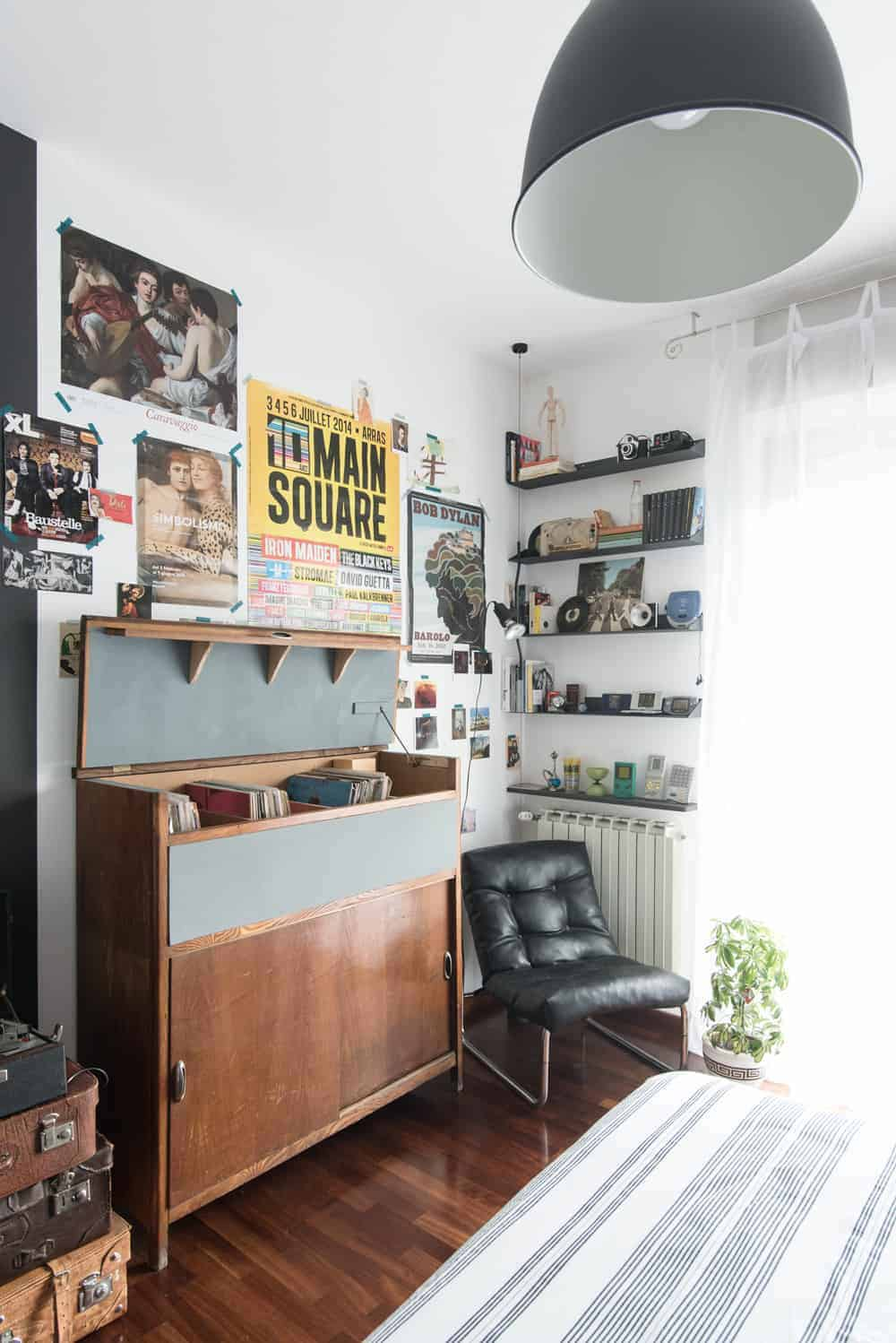 Bedroom for a guy - vintage and industrial style - wall ideas