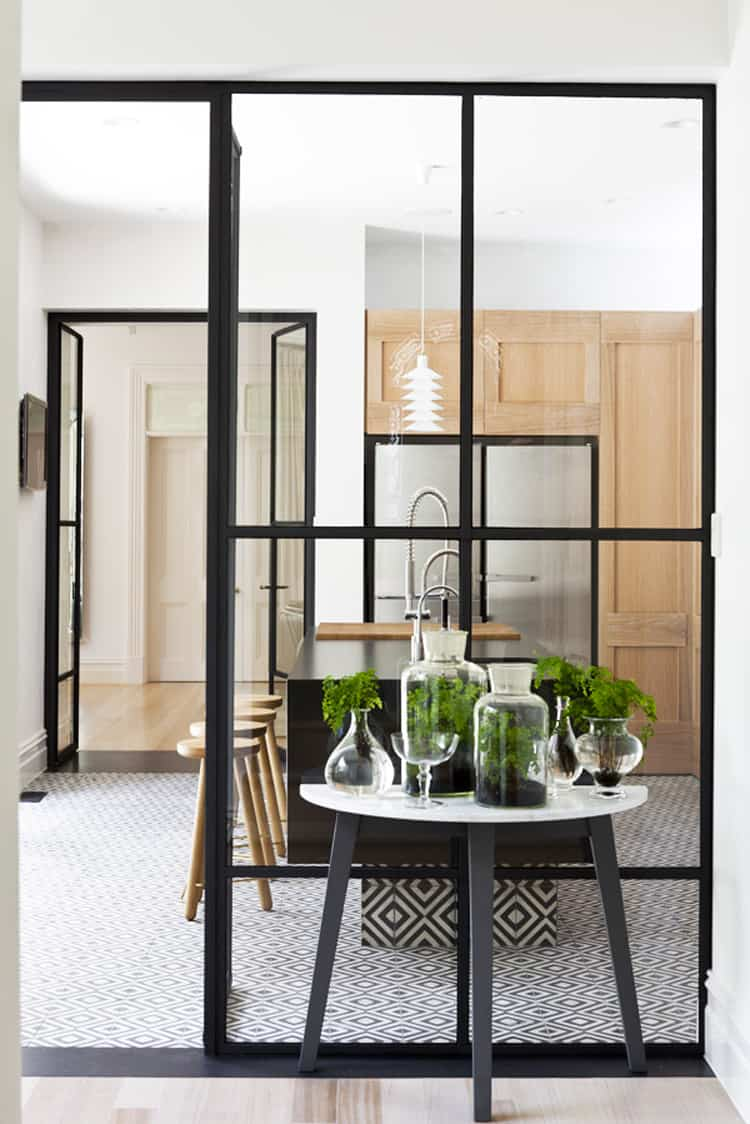glass wall between kitchen and living room unprogetto