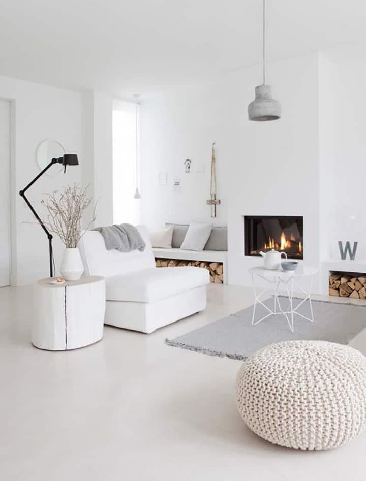 appartamento total white con camino
