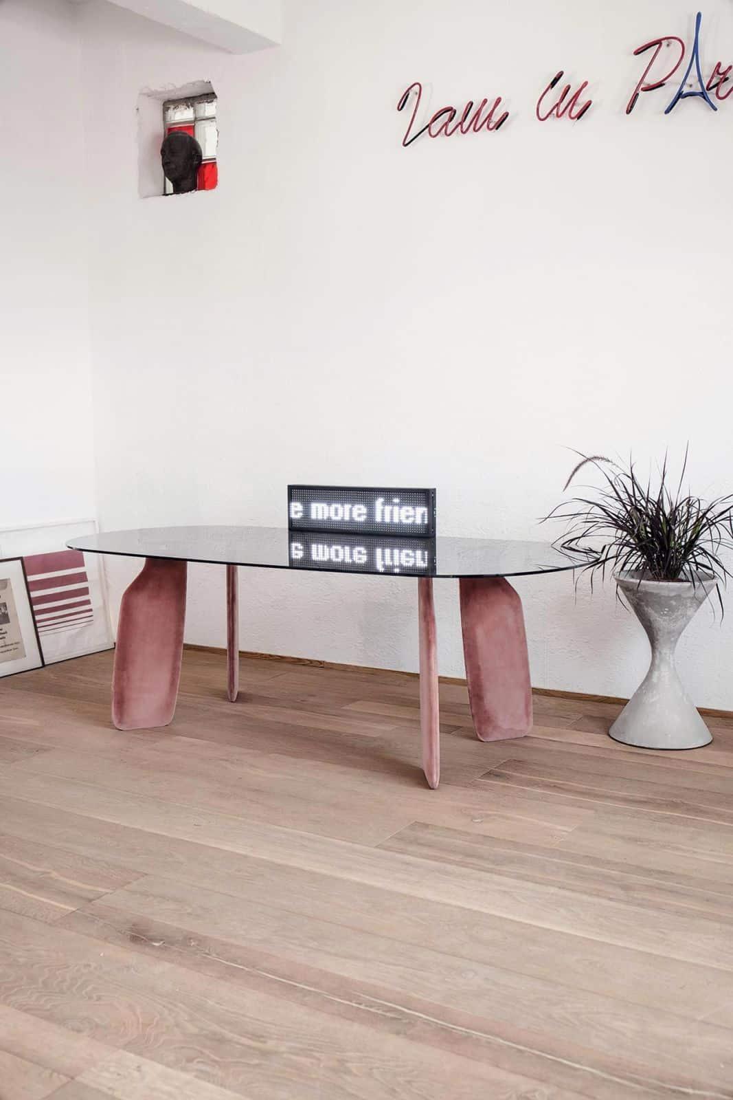 velluto per arredamento trend 2018 interior design tavolo design gambe tessuto