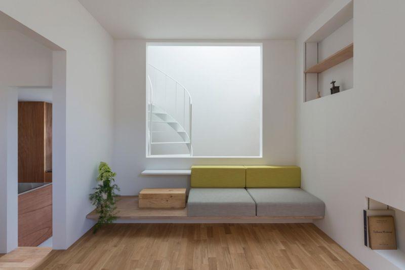home tour giappone living divano colorato