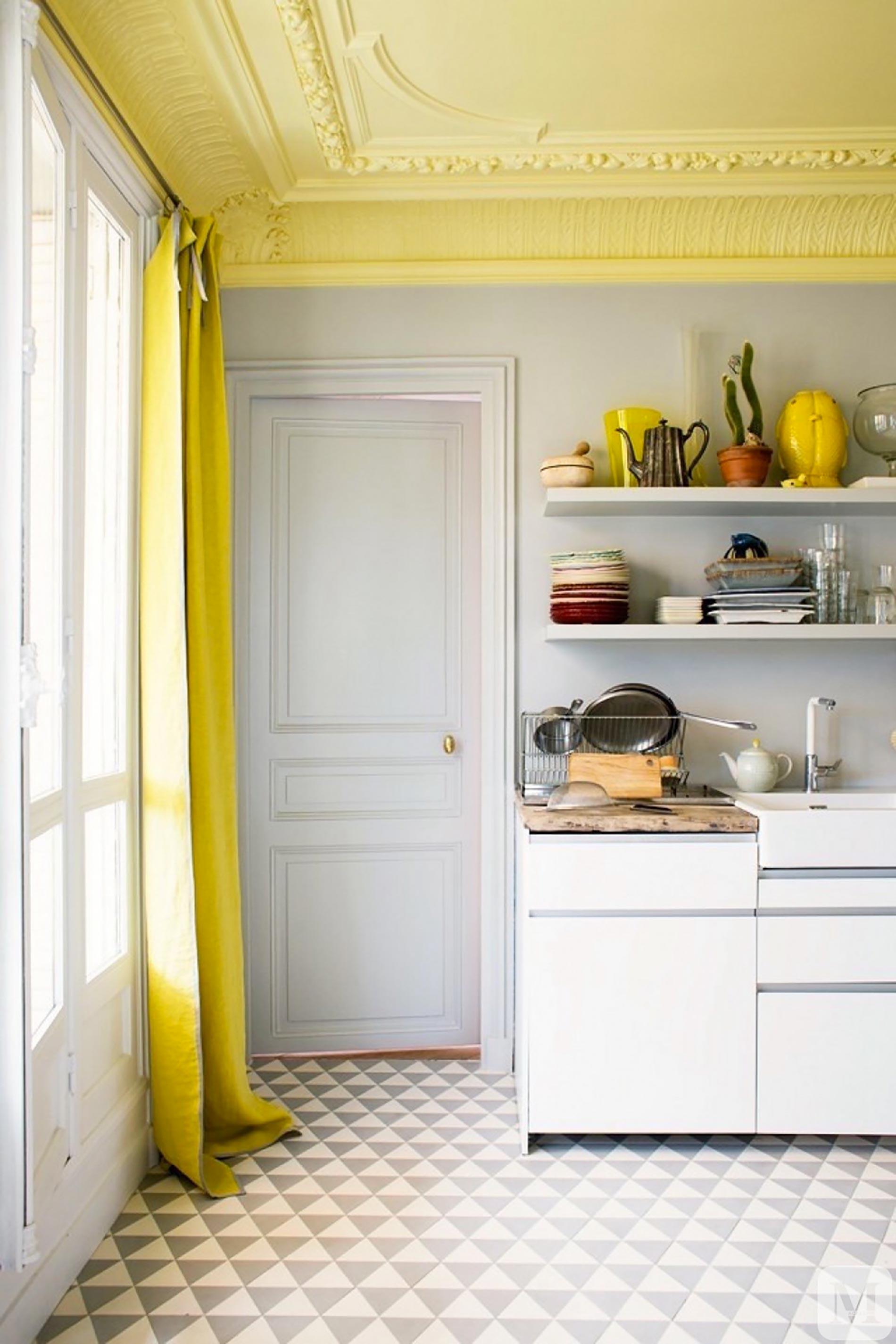 soffitto colorato ispirazioni soffitto giallo