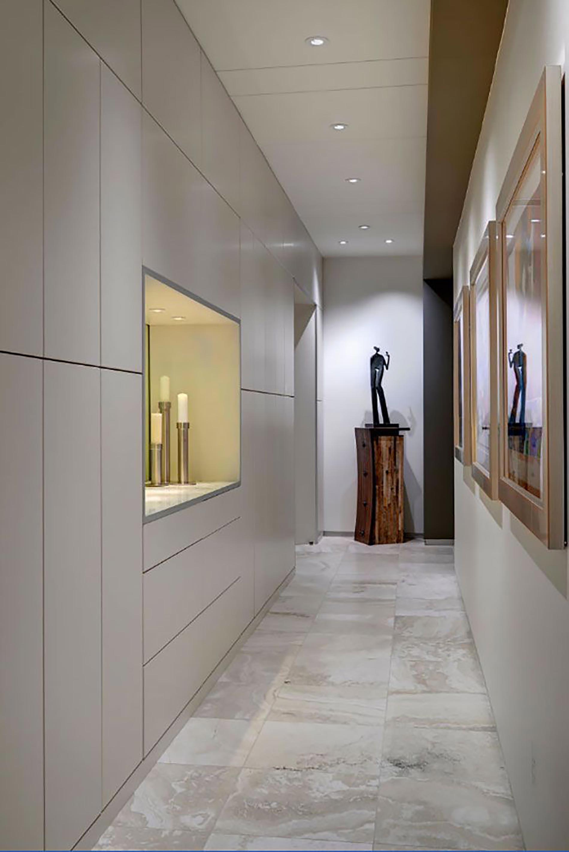 faretti corridoio scultura