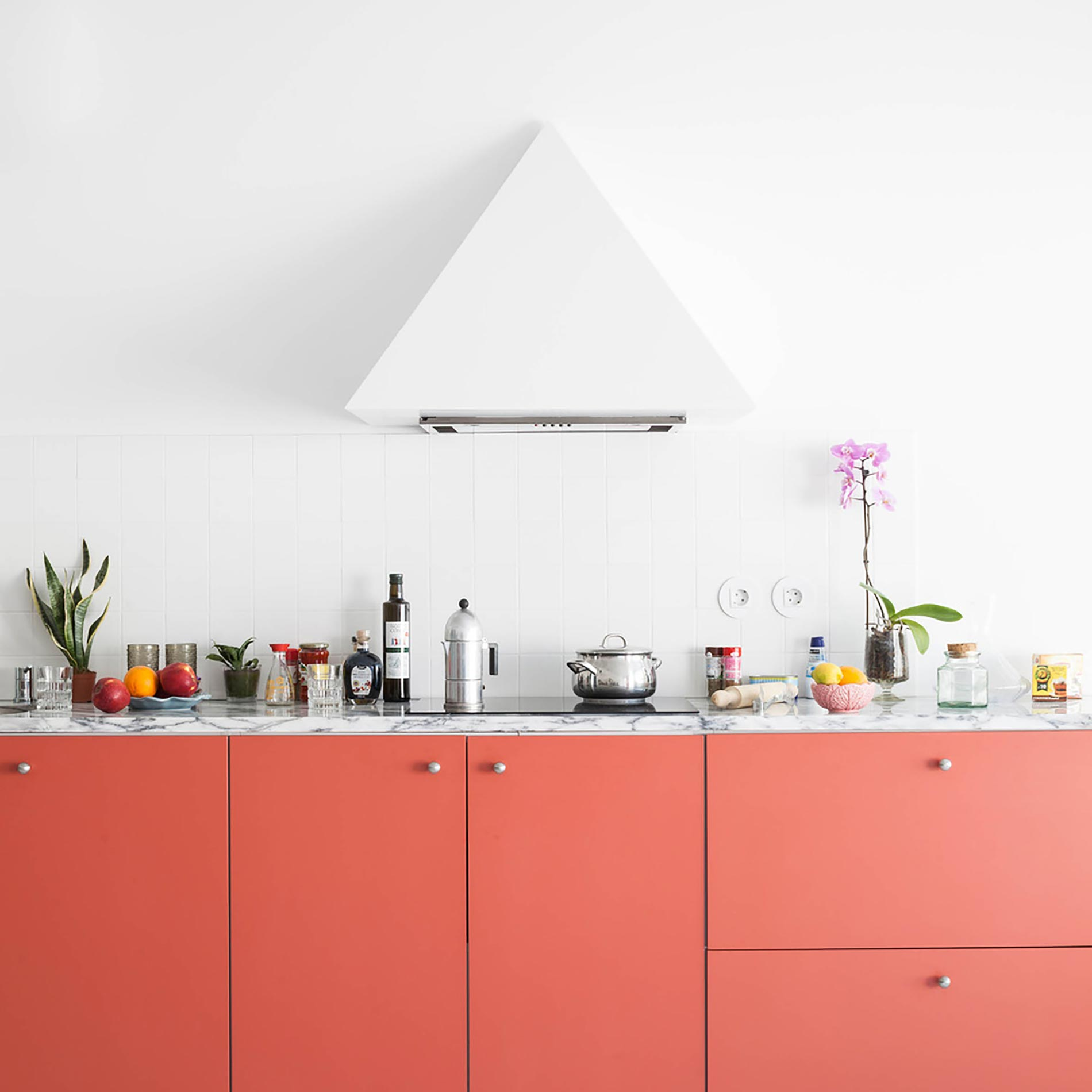 home-tour-fala-atelier-cucina-rossa-fronte