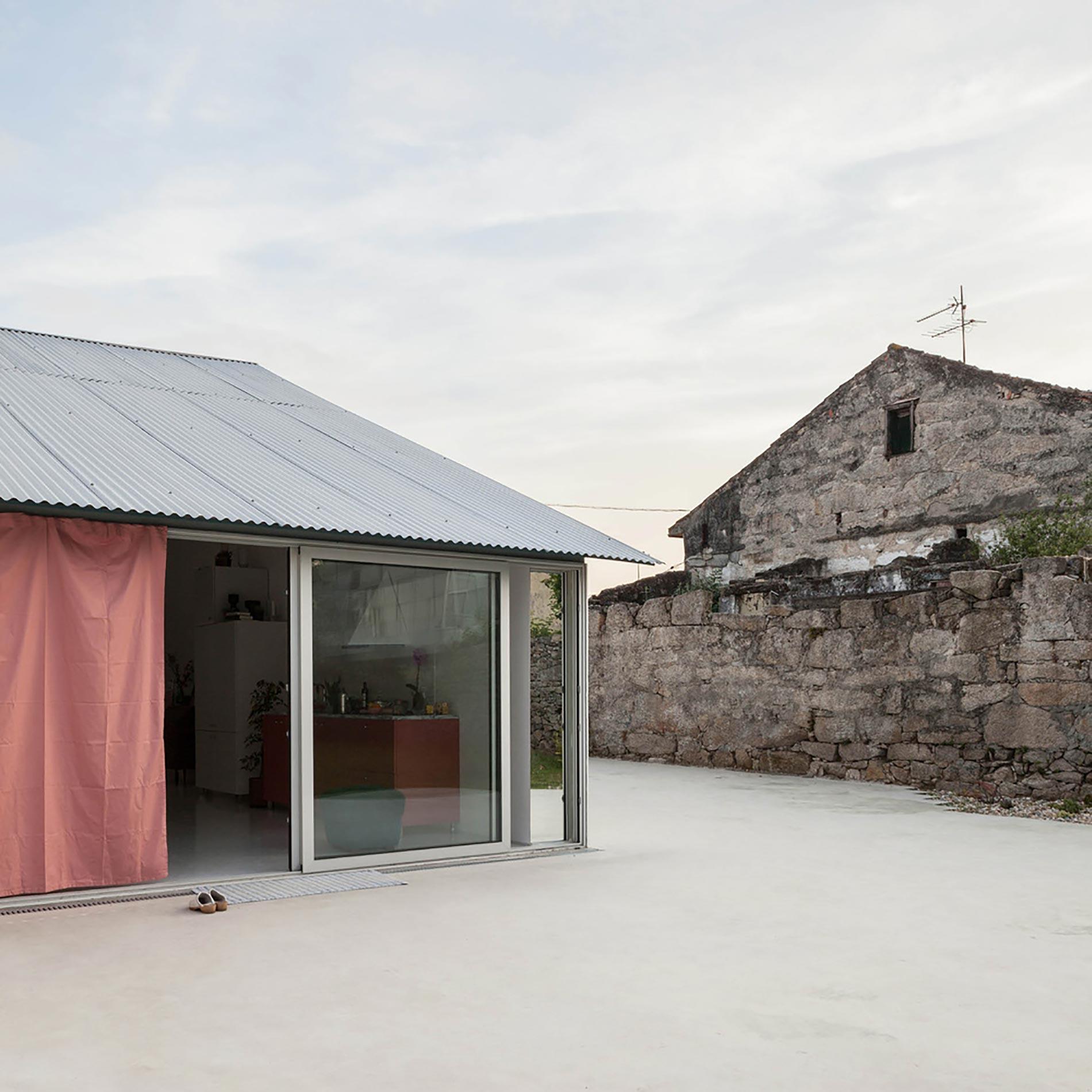 home-tour-fala-atelier-esterno-cortile