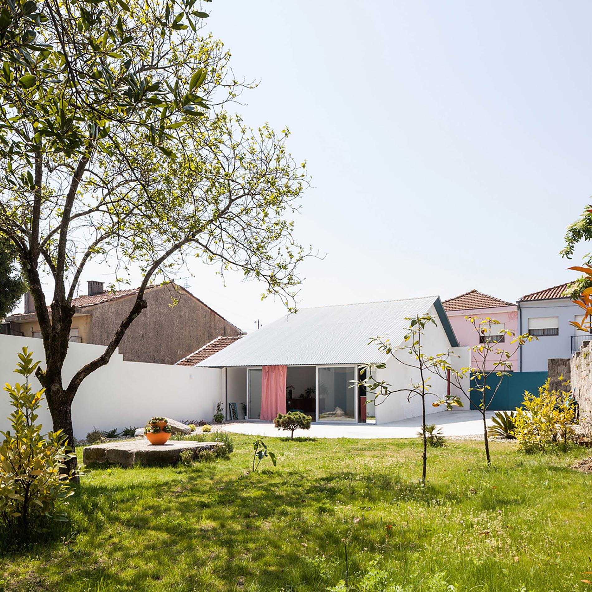 home-tour-fala-atelier-esterno-giardino