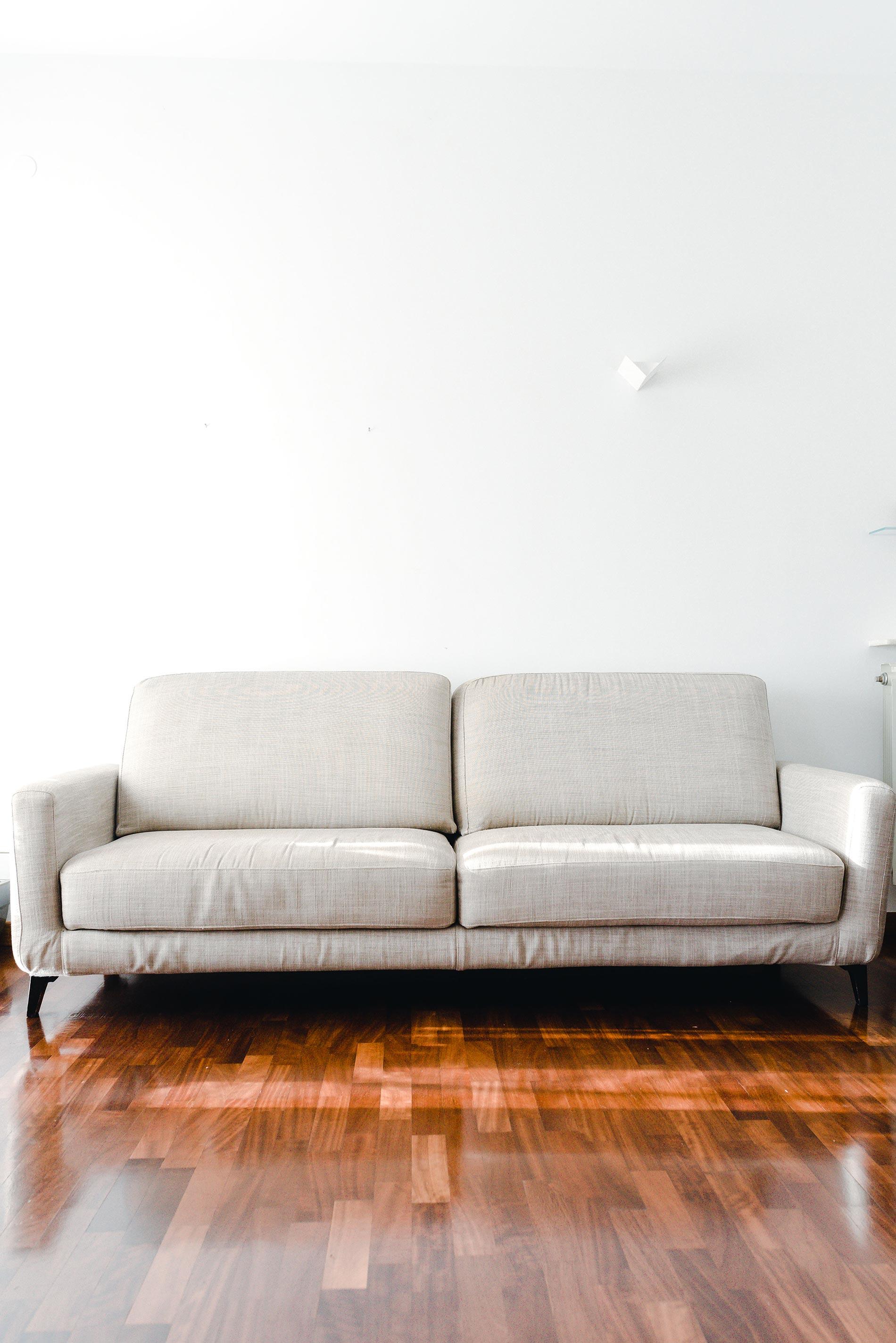 allestire un divano con i cuscini