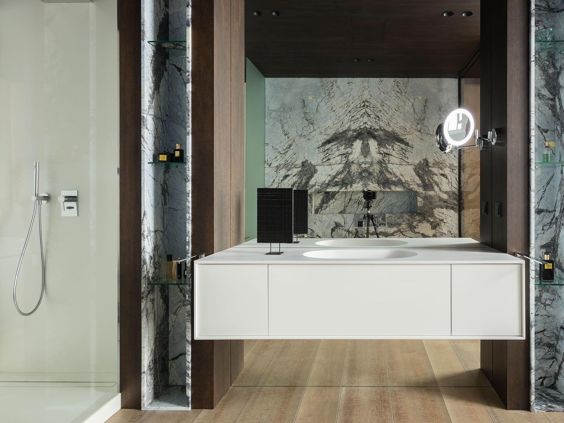parete specchio bagno marmo