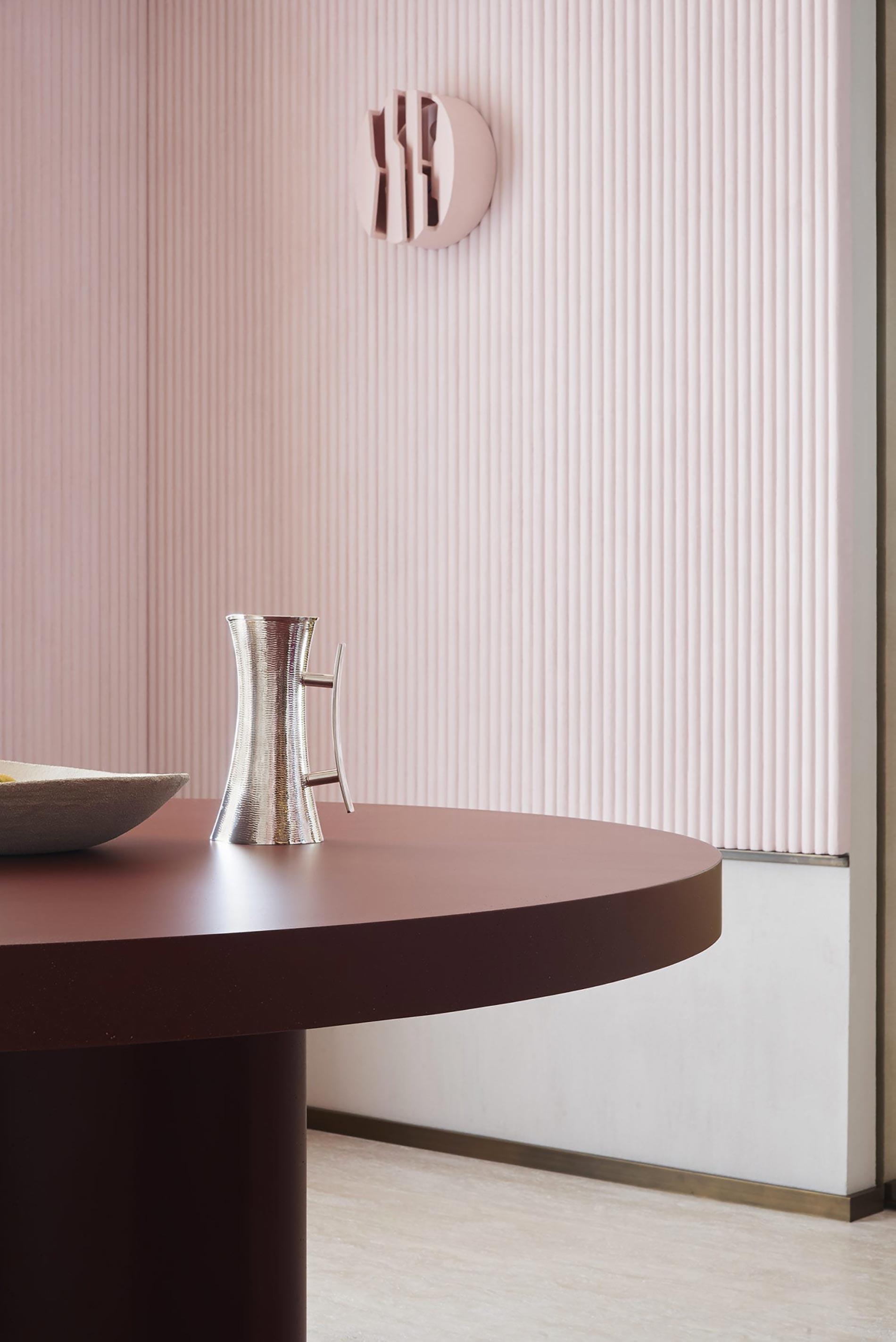 appartamento sud francia parete rosa