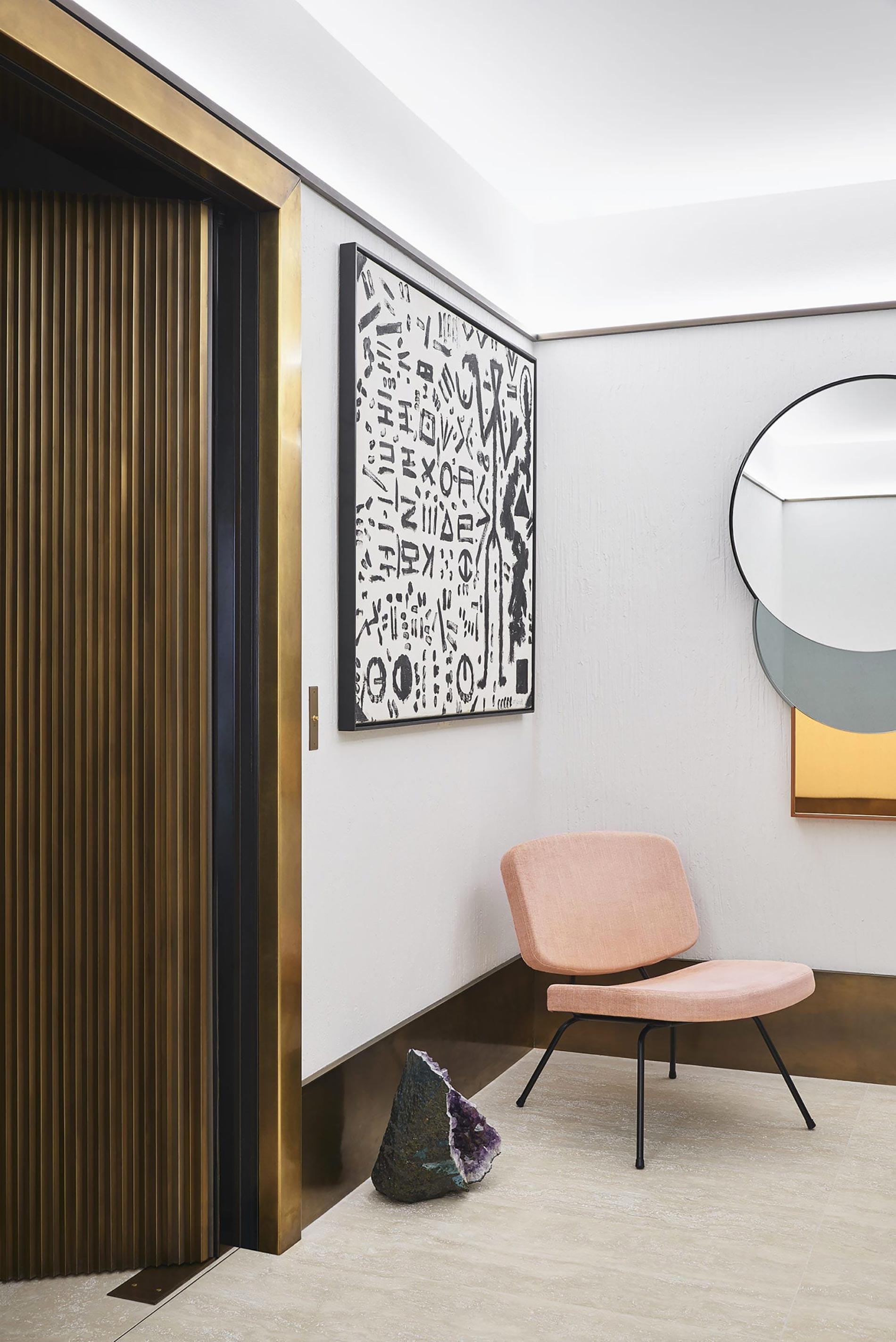 appartamento sud francia sedia rosa